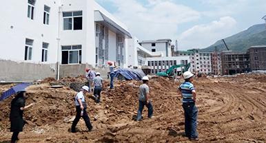 省建设厅设计处领导携汉工钢构等企业对昭通灾后重建项目进行实地考察